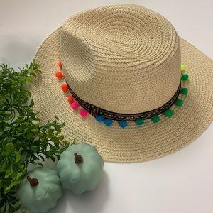 Pompóm straw hat